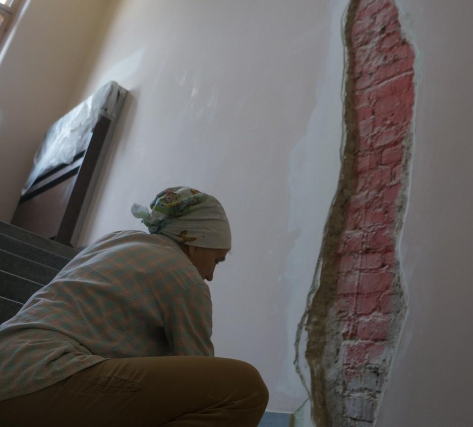 В Сыктывкаре вызвали спасателей из-за трещины в стене