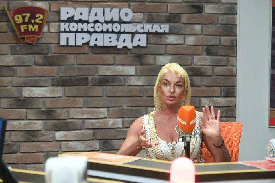 Анастасия Волочкова не танцует в Большом театре с 2003 года, но до сих пор не может забрать оттуда свою трудовую книжку
