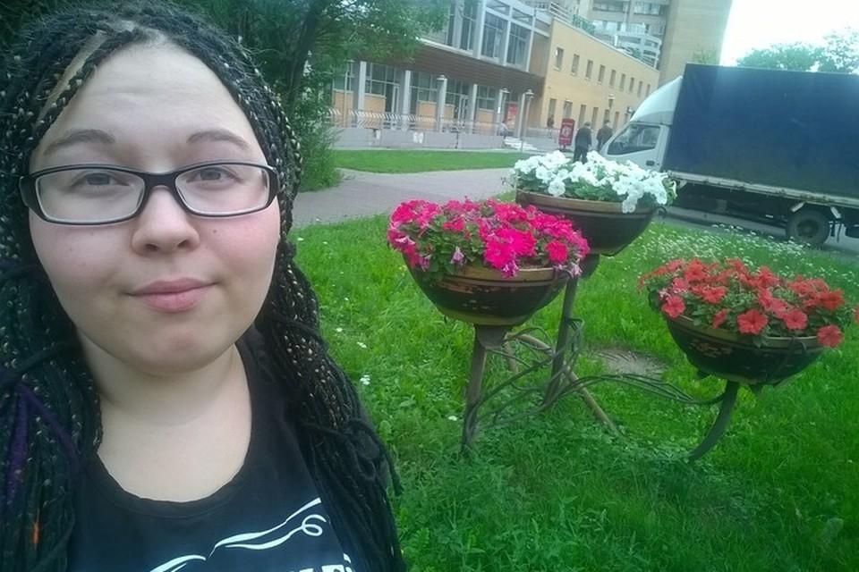Варя Антонова находилась в компании друзей, когда к ней с необычными предложением подошел незнакомец.