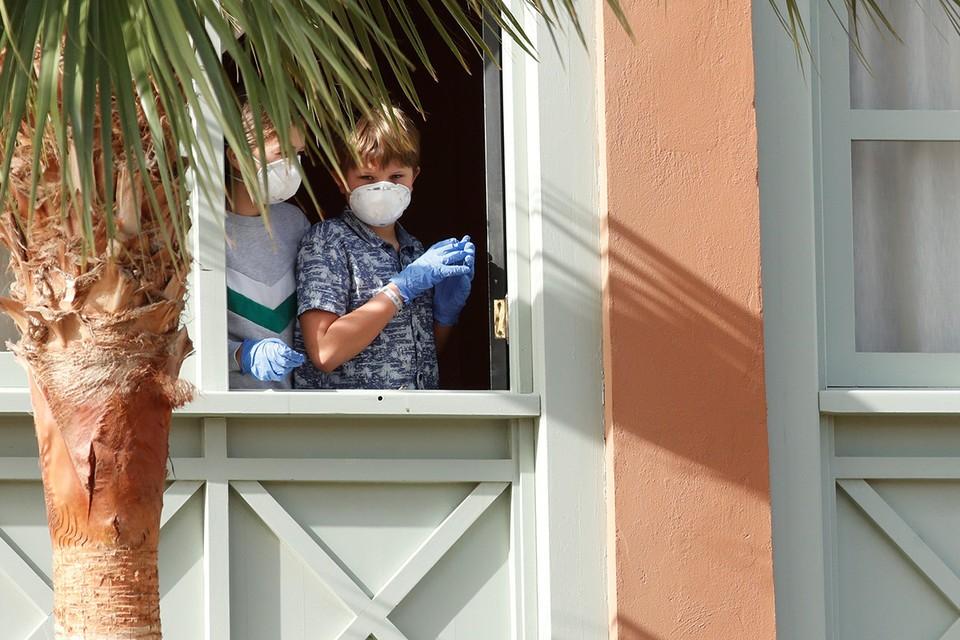После обнаружения коронавируса в отеле испанского курорта Тенерифе объявлен карантин.