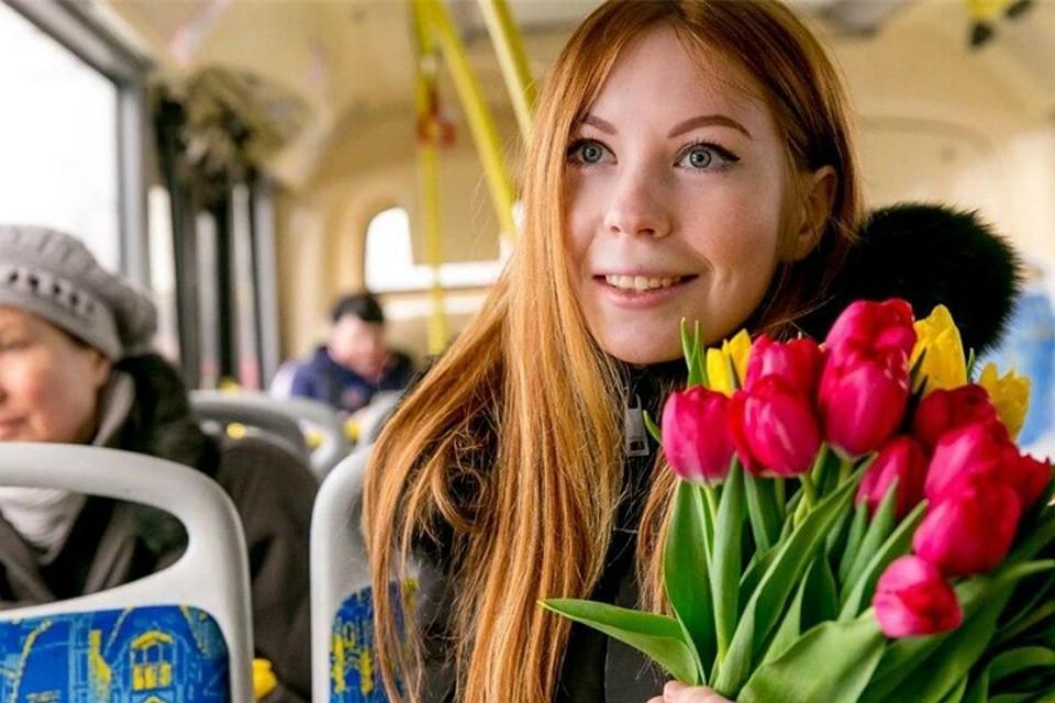 На 8 Марта в Хабаровске женщин в автобусах будут возить бесплатно