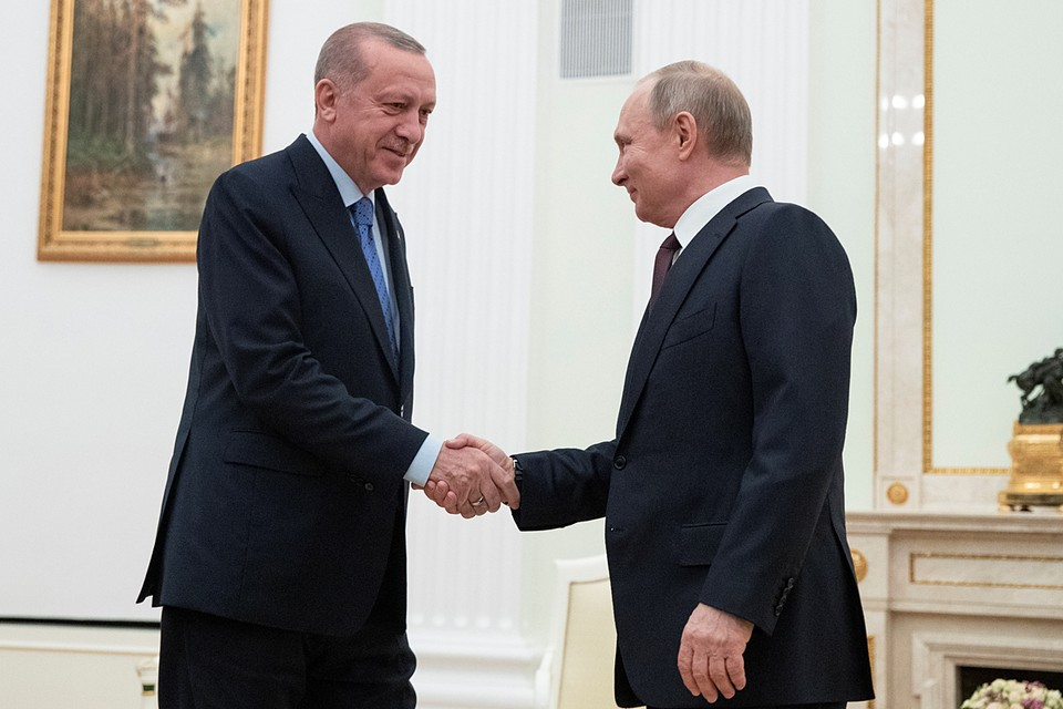 Сначала президенты России и Турции три часа общались один на один, потом к ним присоединились члены делегаций