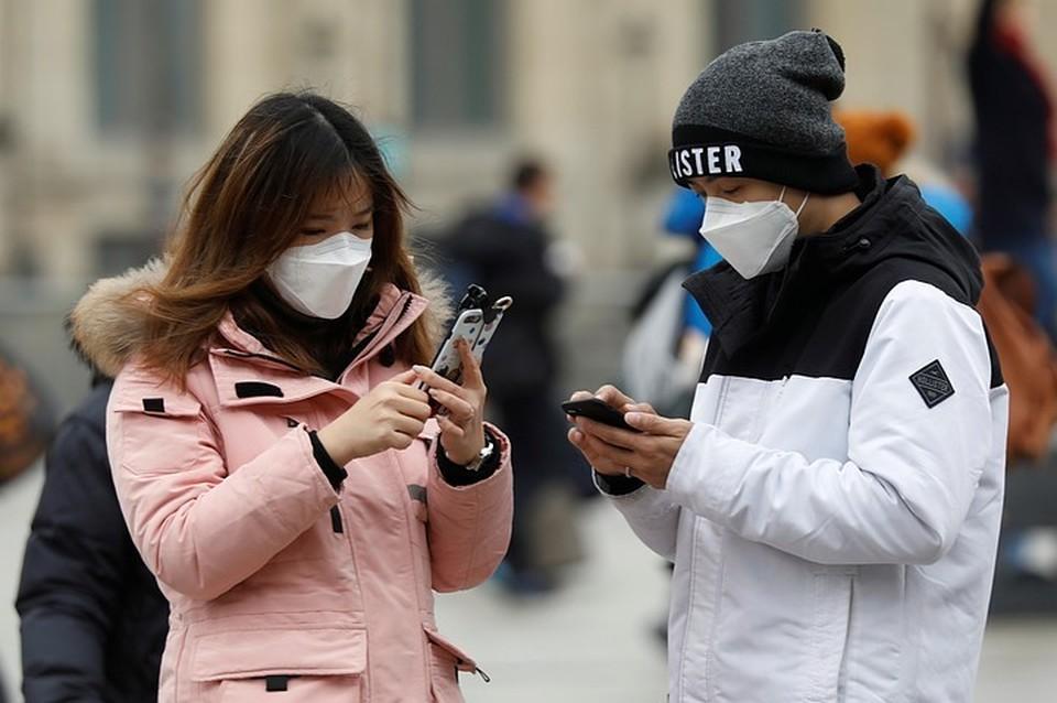 ВОЗ не рекомендует использовать медицинские маски здоровым людям.