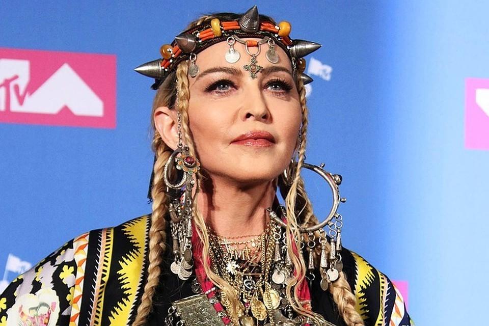 Концертный тур Мадонны, начавшийся 18 февраля в Париже, уже прерывался из-за травм певицы