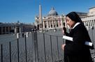 Италия в карантине из-за коронавируса: В барах пьют с шести утра, похороны под запретом, в больницах - коллапс
