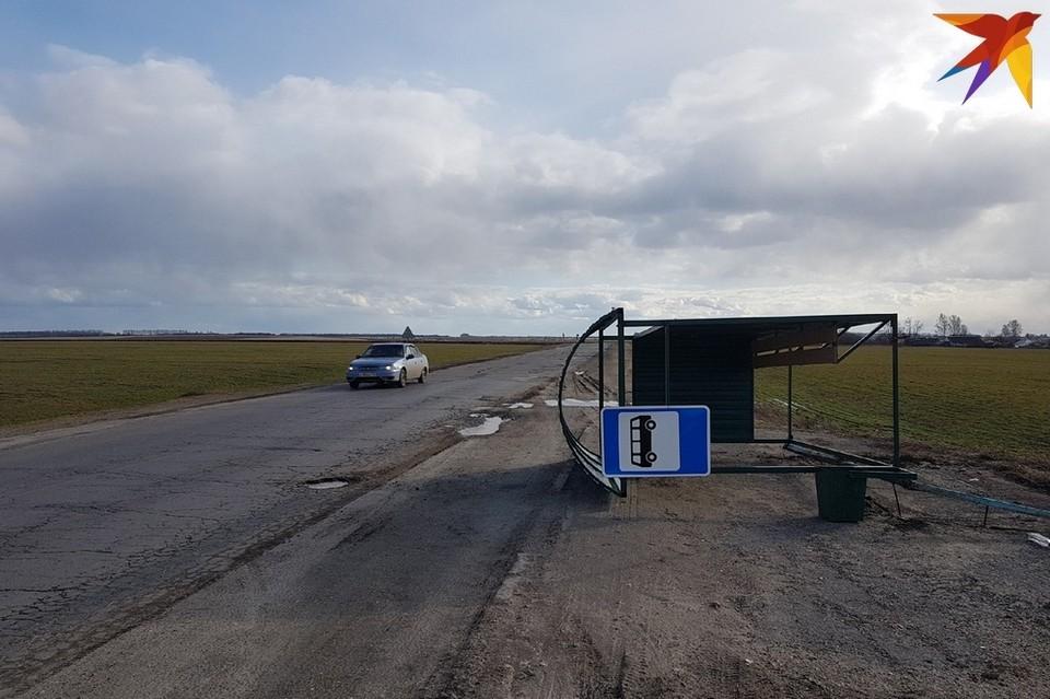 Остановка общественного транспорта у села Савватьма.