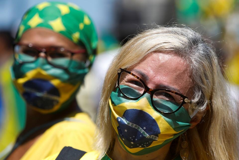 Пока бразильские власти не решились покуситься на святое — футбол