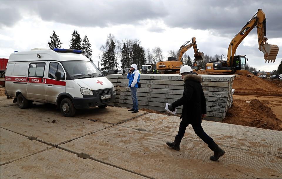 Строительство новой инфекционной больницы для зараженных коронавирусом в Новой Москве. Фото: MAXIM SHIPENKOV/ЕРА/ТАСС