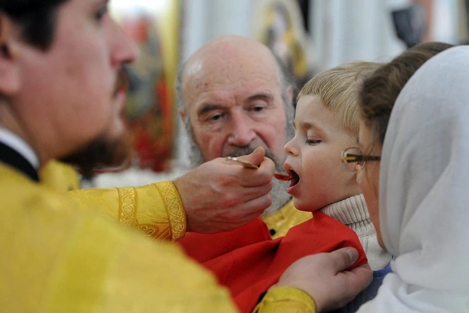 Причастие - вкушение освященного хлеба и вина, которое считается Телом и Кровью Господа