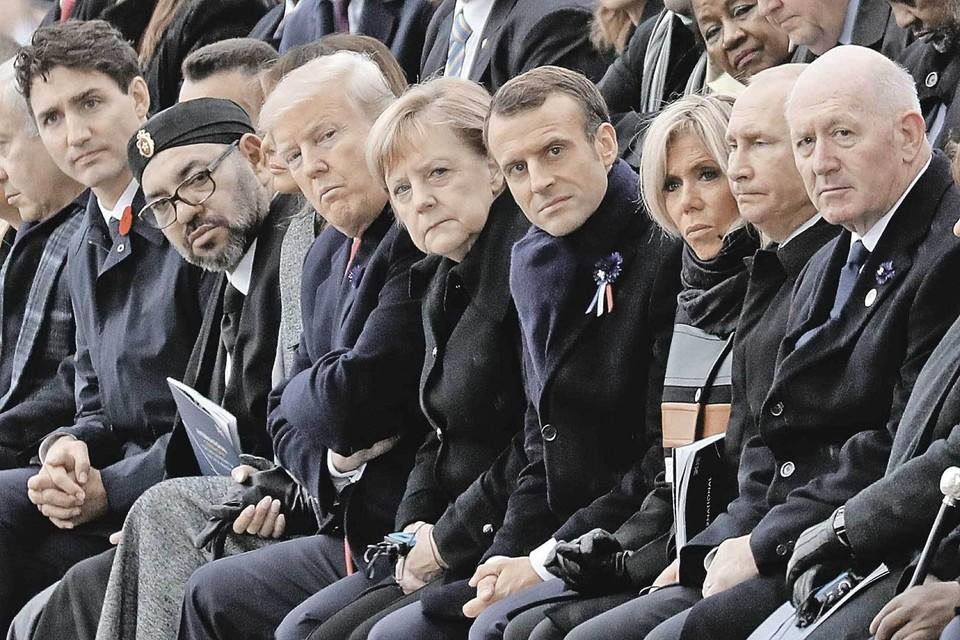 Когда президент Китая чихает во время совещания. И только Путин остается невозмутимым.