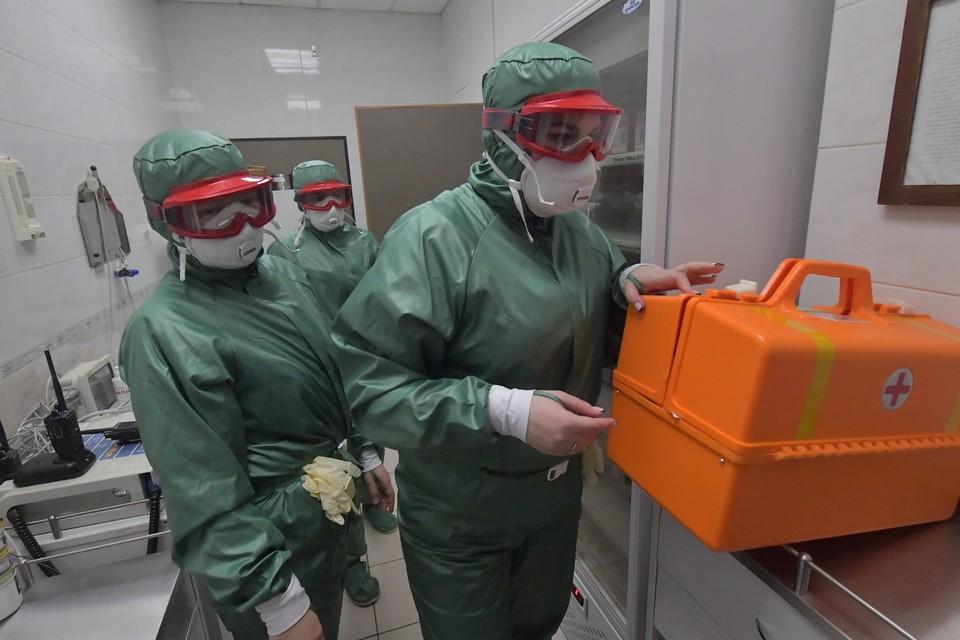 Эпидемиологи тщательно проверяют анализы сибиряков.
