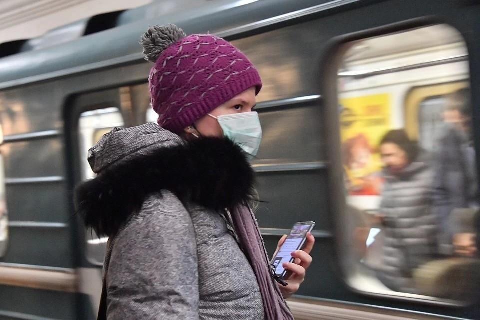 В Новосибирске разыскивают людей, летевших в одном самолете с женщиной, заболевшей коронавирусом.