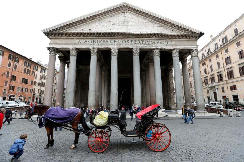 Коронавирус в Италии: за сутки скончались 627 человек