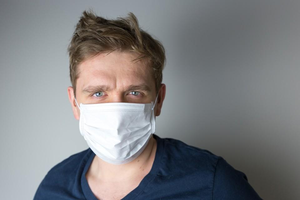 Одноразовые медицинские маски наносят урон окружающей среде. Фото: shutterstock.com