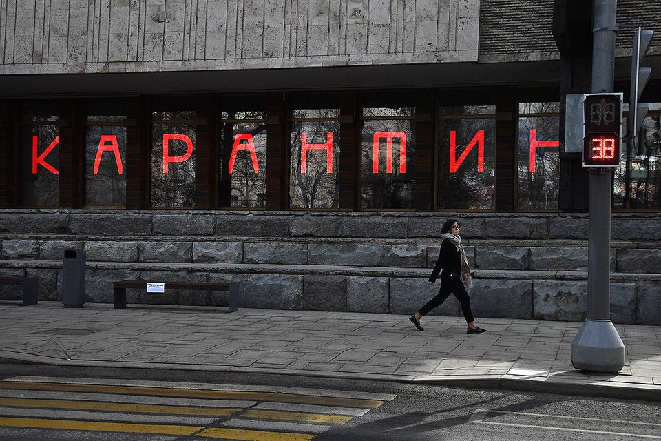 Вид на здание Московского художественного академического театра (МХАТ) имени М. Горького в Москве.
