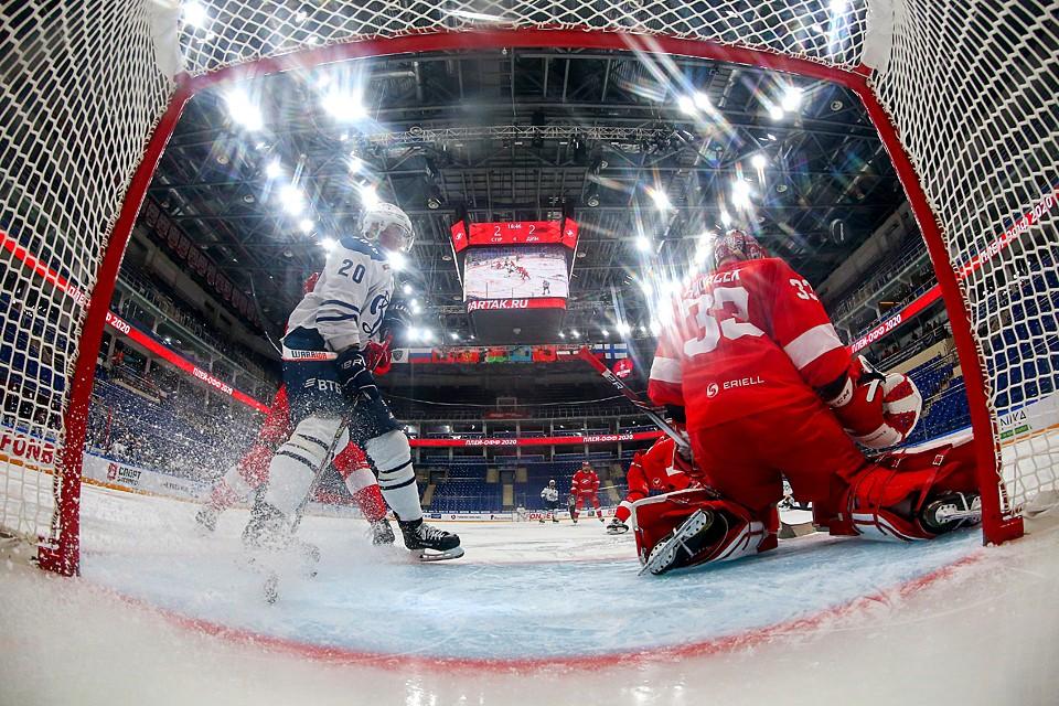 Все случилось довольно внезапно. В КХЛ до последнего момента обсуждались варианты продолжения сезона. Фото: Антон Новодережкин/ТАСС