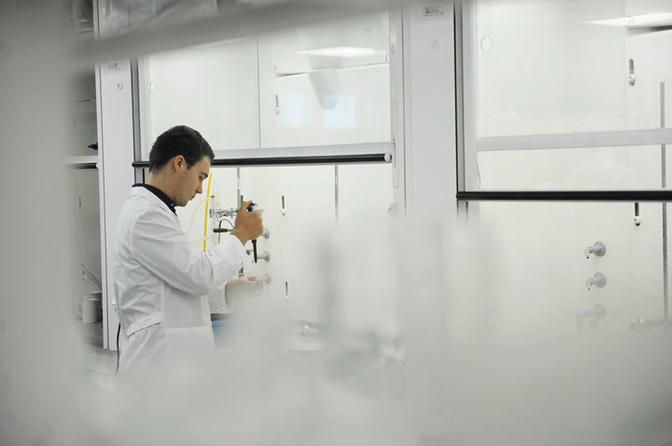 Еще 13 новых случаев заражения коронавирусом подтвердили в Кыргызстане.