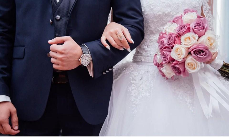 Минюст предложил из-за распространения коронавируса приостановить заключение и расторжение браков