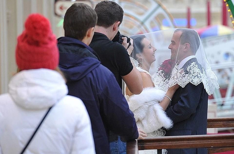 Влюбленным придется подождать, чтобы сыграть свадьбу