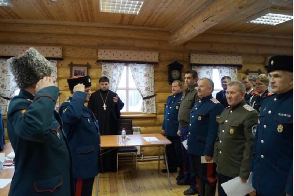 В Салехарде казаки патрулируют улицы, проверяя самоизоляцию горожан Фото: salekhard.org