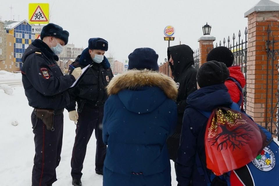 В Ноябрьске полицейские проверяют, как соблюдается самоизоляция Фото: 89.мвд.рф