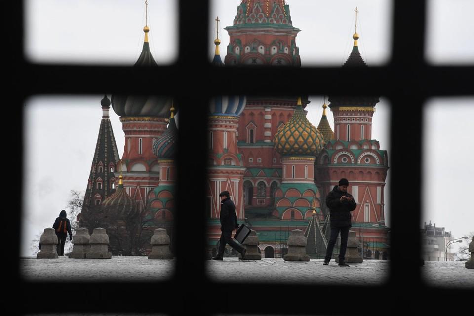 Москвичи и жители других городов, по которым «пошел» коронавирус, для всей страны теперь - как китайцы в феврале.