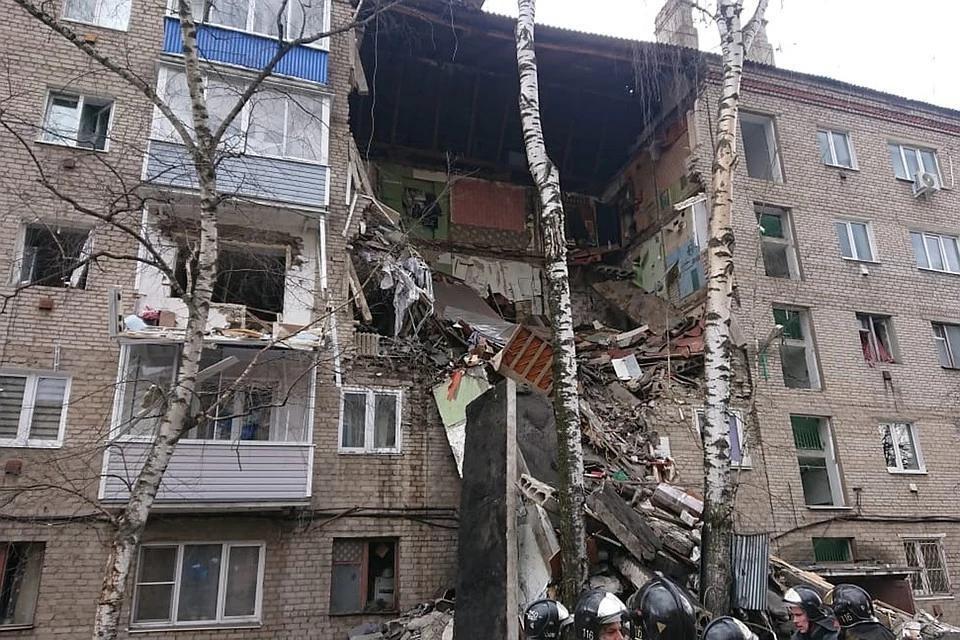 Днем 4 апреля в подмосковном Орехово-Зуево обрушился подъезд пятиэтажки. Фото: Пресс-служба МЧС