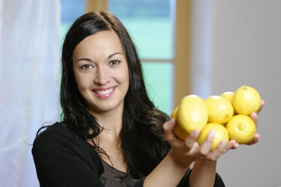 В пользе лимона никто не сомневается, но поможет ли он при нынешней эпидемии?
