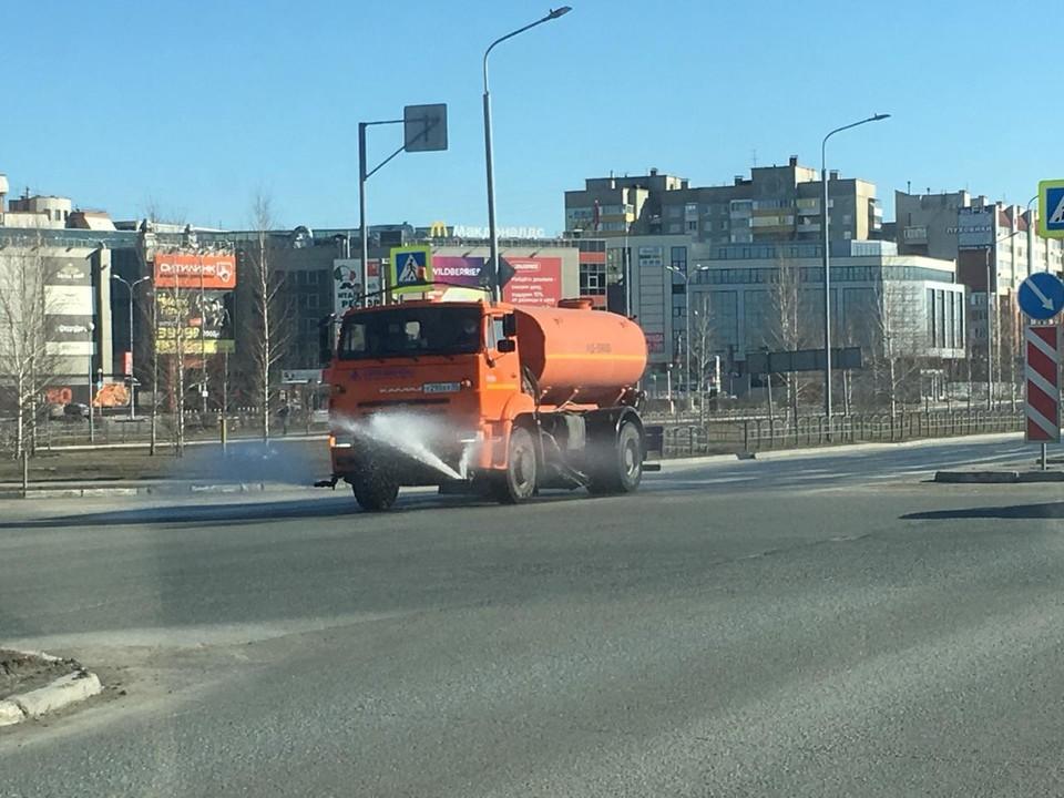 В Омске начали обрабатывать улицы и проезжую часть средствами дезинфекции.