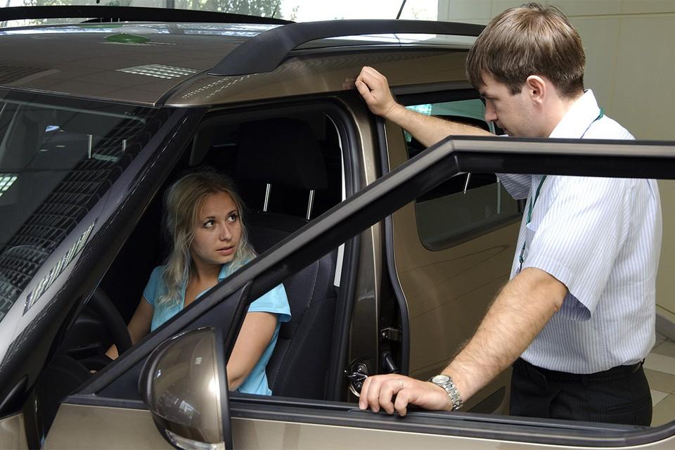 Продажи новых авто в России могут резко упасть.