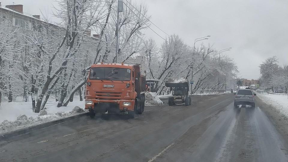 В Тюмени за ночь выпало снега около половины месячной нормы апреля. Фото - Комитет по связям с общественностью и СМИ администрации города Тюмени.