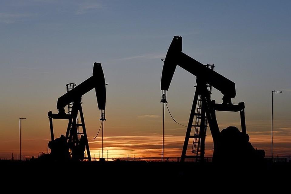 Члены картеля ОПЕК и Россия договорились снизить добычу нефти на 10 млн баррелей в сутки.