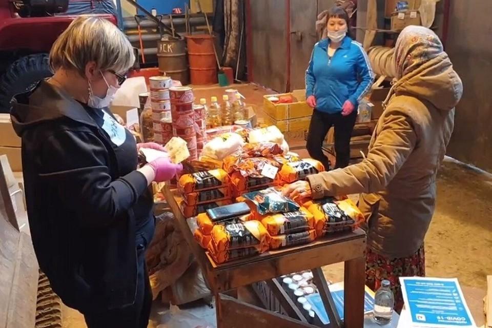 В Пельвож на «Трэколах» привозят продукты и почту Фото: Администрация Салехарда