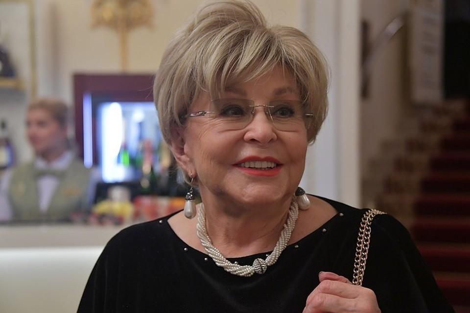 Ангелина Вовк оставила молодого красавца-любовника и уехала из Москвы