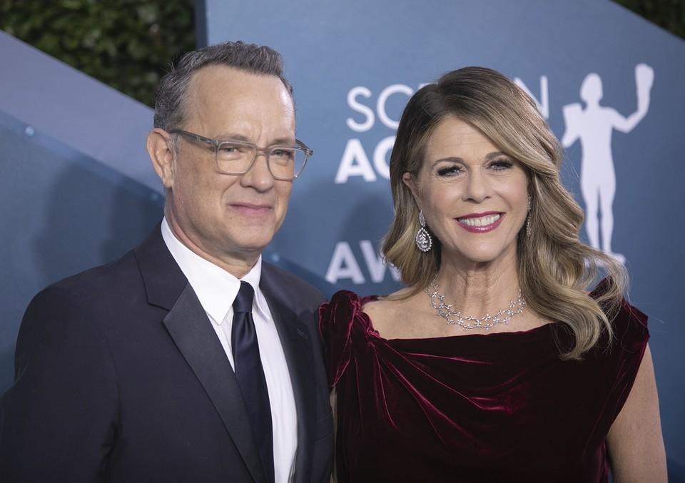 Известный американский актер Том Хэнкс и его жена Рита Уилсон сдали свою кровь в качестве доноров для создания вакцины от коронавирусной инфекции.