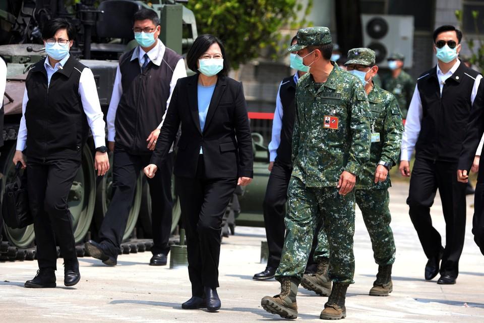 В конце прошлого года, когда появились первые слухи о загадочном новом вирусе, зародившемся в центральной части Китая, президент Тайваня Цай Инвэнь приказала проверять всех пассажиров, прибывающих из Уханя.