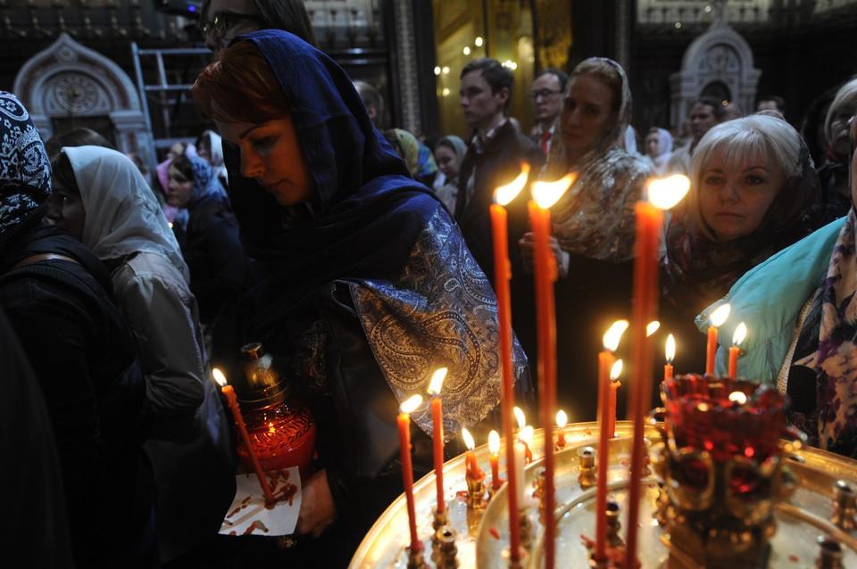 Радио «Комсомольская Правда» (95,3 FM) будет вести прямую трансляцию из Свято-Симеоновского кафедрального собора.
