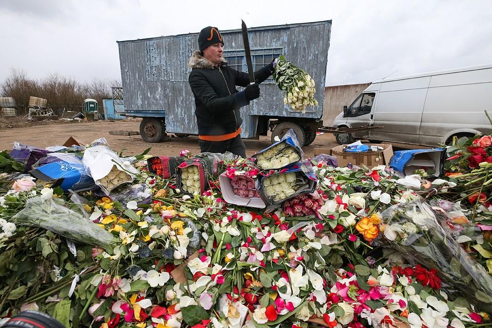 Продажи упали почти на 60%. Крупные цветочные сети теряют по 10 млн рублей в месяц. Фото: Петр Ковалев/ТАСС