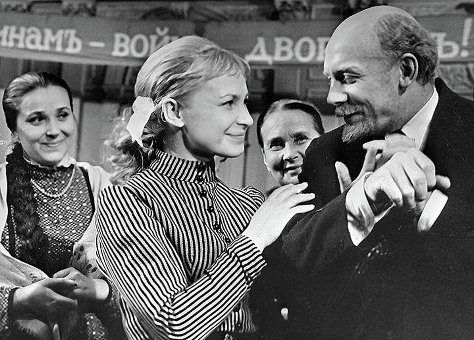 Иннокентий Смоктуновский сыграл Ленина в фильмах «На одной планете», «Первый посетитель»