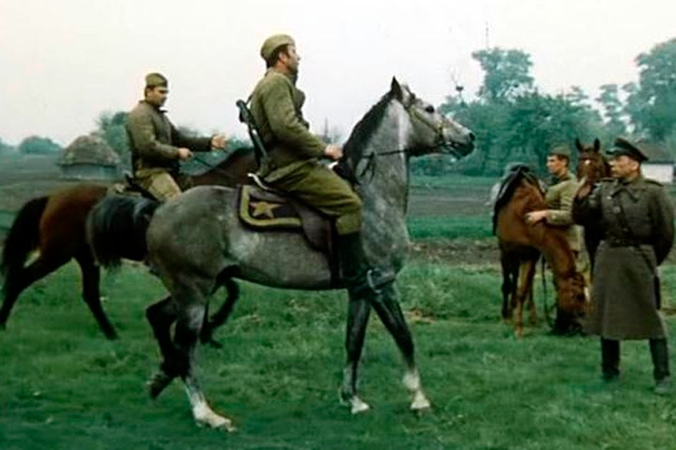 В фильме «Батальоны просят огня» Скляр продемонстрировал не только умение держаться в кадре, но и в седле.