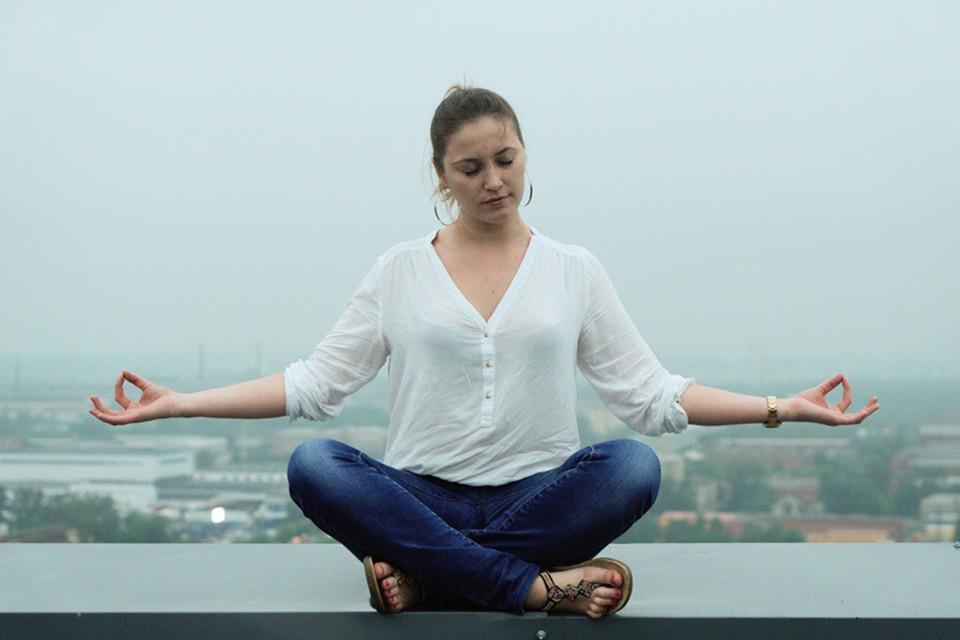 Медитация очень помогает успокоиться в такое непростое время.