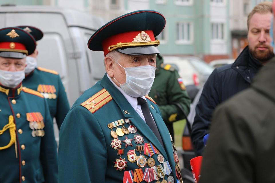 Михаил Григорьевич был призван на фронт в 1943 году, когда ему исполнилось 18 лет.