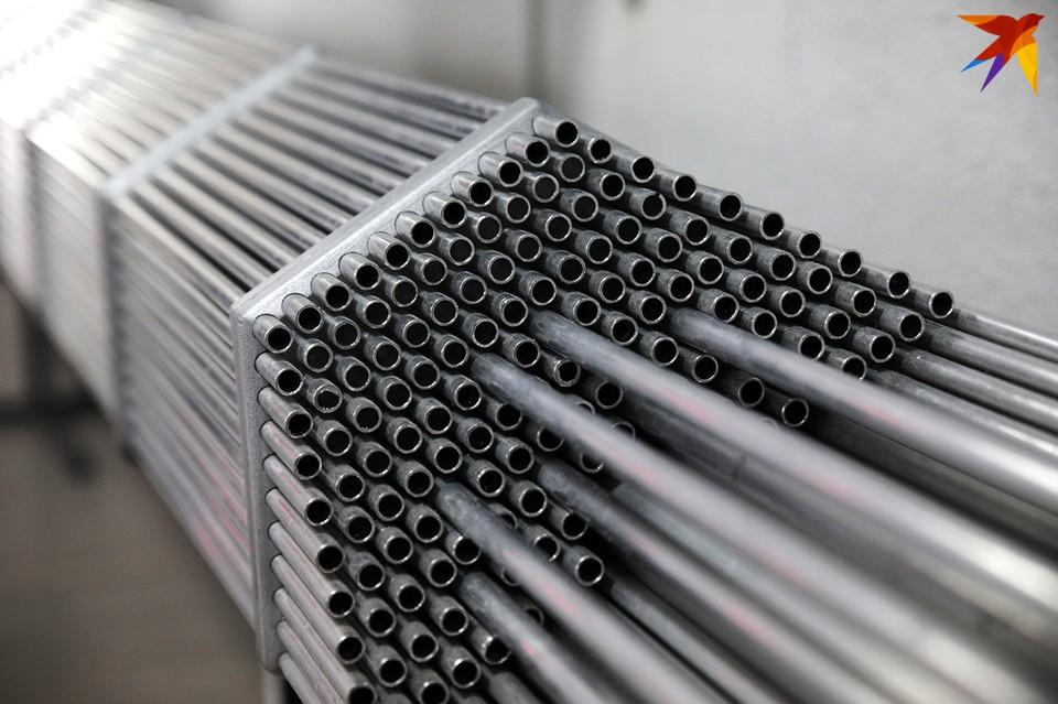 В каждой тепловыделяющей сборке – 312 герметичных циркониевых трубок длиной 4,5 метра.