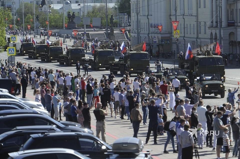Военная техника проехала по центру Екатеринбурга