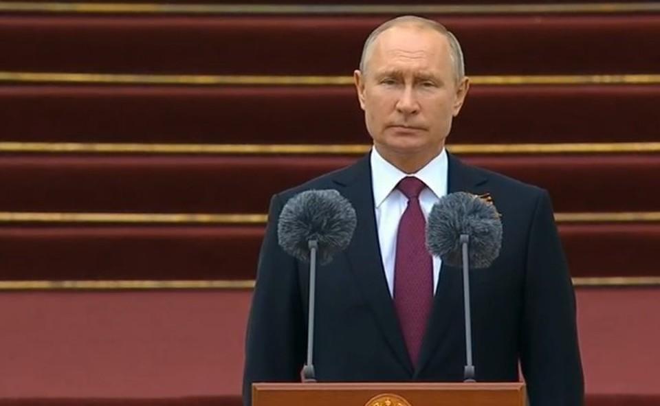 Президент Путин на торжественном марше пеших и конных караулов Президентского полка