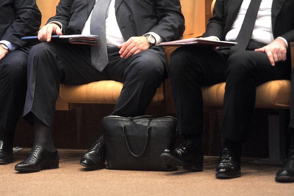 За хамство чиновникам грозит отстранение от работы