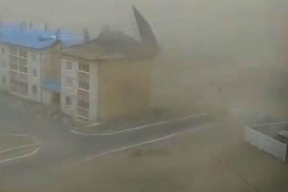 Ураган срывал крыши в Чите. Фото: скриншот видео.