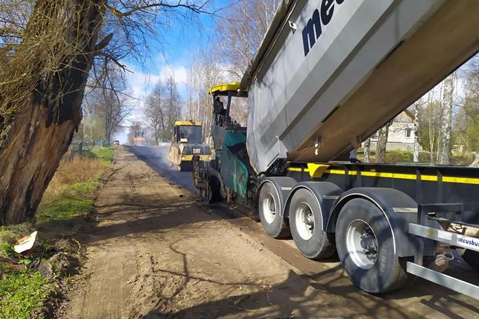 Длина ремонтируемого участка составляет порядка 4 км. В прошлом году уже было отремонтировано 5 км этой же дороги.
