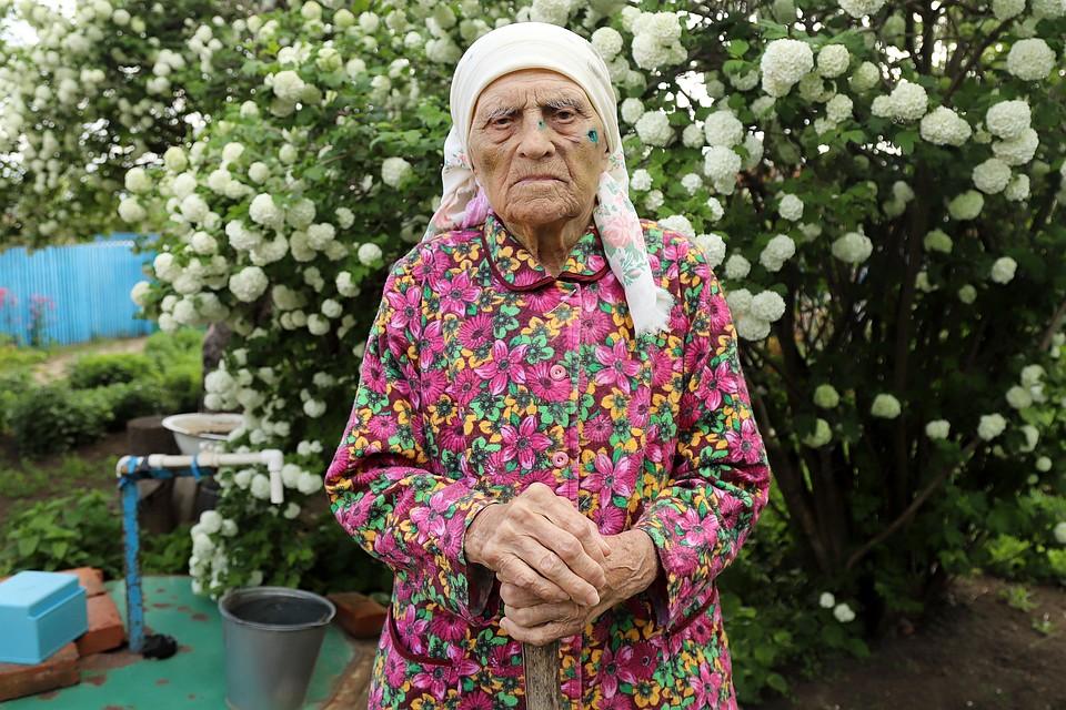 На Марие Мефодьевне до сих пор нет живого места.