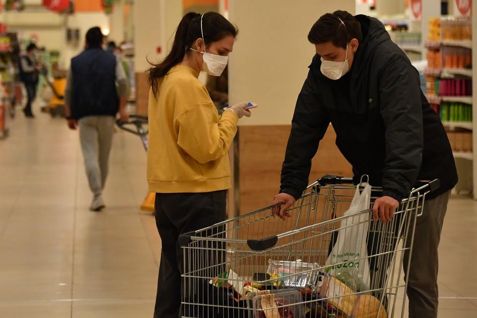 Покупать продукты в магазинах можно не боясь подцепить коронавирус.